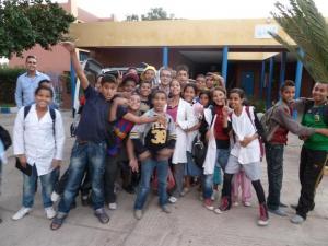 06 ALEGRIA DE LOS NI OS EN EL COLEGIO A LA LLEGADA DEL MATERIAL 20110515081205